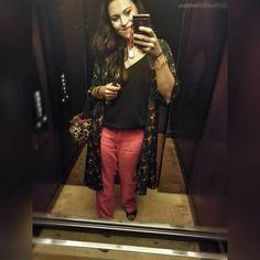 L'#outfit di oggi di nuovo dall'ascensore  prima o poi qualcuno mi sgamerà e mi piglierà per matta  comunque la maglia è @hm i pantaloni di lino senza marca il kimono @globalwork_official le scarpe @clarksshoes la borsa @Moschino  #OOTD #outfitoftheday #appuntidimakeup #igers #igersitalia #ibblogger #bblogger #igersroma #love #picoftheday #photooftheday #amazing #smile #instadaily #followme #instacool #instagood http://ift.tt/2qw6En7