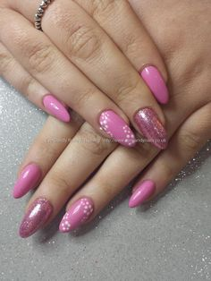 Pink gel with glitter and simple flower nail art