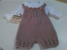 This Pin was discovered by Gra Baby Vest, Baby Pants, Baby Cardigan, Baby Boy Knitting, Baby Knitting Patterns, Baby Patterns, Baby Outfits, Toddler Outfits, Kids Outfits
