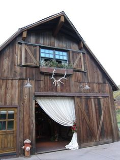 Goosenecks on barn