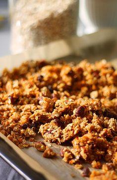 Porkkanakakku-granola // Carrot Cake Granola Food & Style Annamaria Niemelä, Lunni leipoo Photo Annamaria Niemelä www.maku.fi