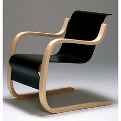 "alvar aalto armchair 42 Design Alvar Aalto, 1932 Bent birch plywood Made in Finland by Artek ""Objects are made to be completed by the human mind. Vintage Furniture, Modern Furniture, Furniture Design, Alva Aalto, Eero Saarinen, Selling Furniture, Scandinavian Modern, Nordic Design, Cool Chairs"