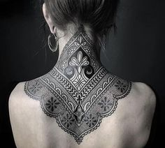 Ornamental mehndi style neck / upper back tattoo by Ellemental Tattoos, an artist based in Berlin, Germany. Tattoo Nape, Backpiece Tattoo, Tattoo Dotwork, Mehndi Tattoo, Diy Tattoo, Tattoo Fonts, Tattoo Ideas, Tattoo Moon, Eyebrow Tattoo