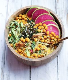Vegan Freekeh & Turmeric Chickpea Salad // apolloandluna.com