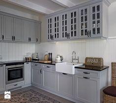 Aranżacje wnętrz - Kuchnia: Kuchnia styl Klasyczny - BBHome. Przeglądaj, dodawaj i zapisuj najlepsze zdjęcia, pomysły i inspiracje designerskie. W bazie mamy już prawie milion fotografii!