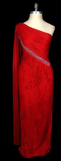 madame gres #classic #madamegres The lines on this flatter almost anyone.