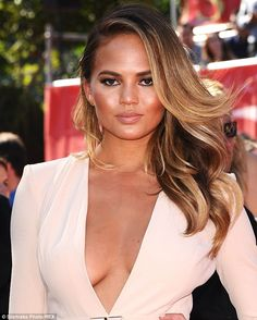 Gorgeous hair color ideas in 2017  We know you are craving for a new start this spring. The most simple way to start fresh is a gorgeous color job, that is. Because nowadays hair color trends are mixing it up, suggesting modern gray hues and subtle highli