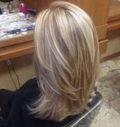 Blonde highlights with copper low lights! STYLE OF CUT I LIKE – Lady Makk Blonde highlights with copper low lights! Blonde Lowlights, Blonde Balayage Highlights, Blonde Hair With Copper Highlights, Caramel Highlights, Hair Styles With Highlights, Short Balayage, Foil Highlights, Honey Balayage, Peekaboo Highlights