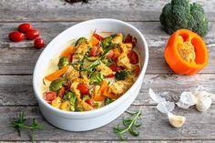 Uunikanaa ja kasviksia – Hellapoliisi Thai Red Curry, Chicken Recipes, Food And Drink, Fruit, Ethnic Recipes, Drinks, Drinking, Beverages, Drink