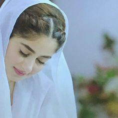 Image may contain: 1 person, closeup Muslim Couple Photography, Girl Photography Poses, Beautiful Muslim Women, Beautiful Hijab, Cute Beauty, Beauty Full Girl, Mahira Khan Dresses, Sajjal Ali, Muslim Beauty