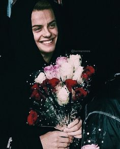 "547 curtidas, 8 comentários - Herman BR (@hermantmms) no Instagram: """"What kind of flower does she like?"" """