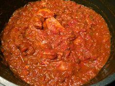 stoofschotel met tomaat, vlees en nasikruiden