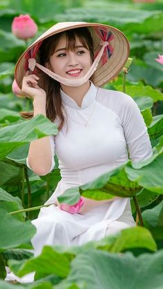 Breast Firmer Cream is a cream specially formulated for the woman that desires to improves the look of her breasts, to maintain firm and a beautiful shape Vietnamese Traditional Dress, Vietnamese Dress, Traditional Dresses, Ao Dai, Beautiful Vietnam, Vietnam Girl, Beautiful Asian Women, Asian Woman, Asian Beauty