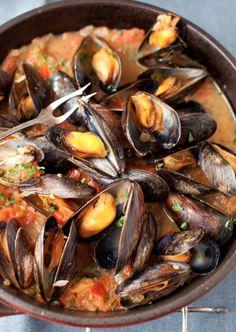 Recette de moules au vin blanc, oignons et tomates! - Recettes - Recettes simples et géniales! - Ma Fourchette - Délicieuses recettes de cuisine, astuces culinaires et plus encore!