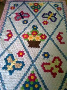 Kawanku yang buat... Hexagon Quilt Pattern, Hexagon Patchwork, Patchwork Patterns, Quilt Patterns, Quilting Projects, Sewing Projects, Yo Yo Quilt, Flower Quilts, Christmas Sewing