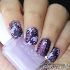 Purple & Glitter Houndstooth Nails #nailart #pantone #radiantorchid #nails