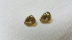 Avon Gold Knot clip earrings Mint Condition 1987 Classic Swirl #ecochicteam #lucylucylemoncoupons