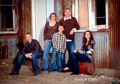 Image detail for -family photography, family photos, family pictures, family portraits Group Family Pictures, Urban Family Photos, Outdoor Family Photos, Fall Family Portraits, Family Portrait Poses, Family Posing, Portrait Ideas, Family Potrait, Christmas Pictures Outfits