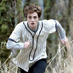 Twilight Edward Cullen The Cullens And Bella Playing Baseball Twilight Edward, Twilight Movie, Twilight Saga, King Robert, Robert Douglas, Biss Zum Abendrot, Robert Pattinson Twilight, The Cullen, Twilight Pictures