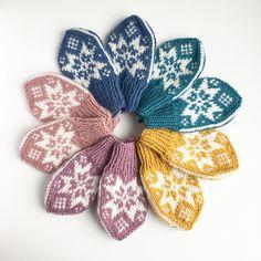 Ravelry: Sonja-votten pattern by Tonje Haugli Kids Knitting Patterns, Knitting For Kids, Crochet Patterns, Baby Mittens, Knit Mittens, Knit Crochet, Crochet Hats, Baby Barn, Mittens Pattern