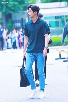 Urban Style Outfits, Casual Outfits, Fashion Outfits, Casual Wear, Korean Fashion Men, Urban Fashion, Asian Boys, Asian Men, Chani Sf9
