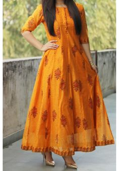 Orange Big Butta M axi Churidar Designs, Kurta Designs Women, Kurti Neck Designs, Kurti Designs Party Wear, Neckline Designs, Indian Gowns, Pakistani Dresses, Indian Outfits, Funky Fashion
