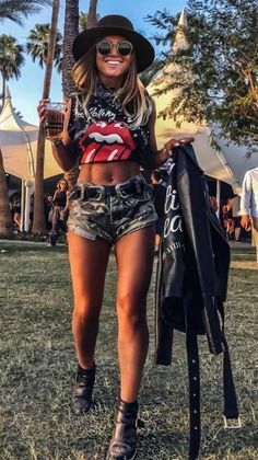 55 Trending Coachella Bonnaroo Outfits Ideas to Steal Right Now « inspiredesign Source by IsemCharlottehomeideas outfit ideas Street Style Outfits, Rock Outfits, Edgy Outfits, Cute Outfits, Stage Coach Outfits, Rock Concert Outfits, Concert Clothes, Outfits For Concerts, Concert Wear