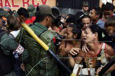 EN FOTOS: La desesperación de los venezolanos en la frontera con Colombia intentando regresar a su patria - http://www.notiexpresscolor.com/2016/12/19/en-fotos-la-desesperacion-de-los-venezolanos-en-la-frontera-con-colombia-intentando-regresar-a-su-patria-2/