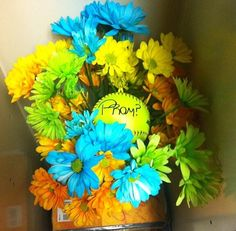 Such a cute way to ask someone to prom. Yes!!!!!
