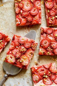 Eat Stop Eat To Loss Weight Strawberry and Pistachio Tart In Just One Day This Simple Strategy Frees You From Complicated Diet Rules - And Eliminates Rebound Weight Gain Tart Recipes, Sweet Recipes, Dessert Recipes, Cooking Recipes, Strawberry Tart, Strawberry Recipes, Doce Banana, Delicious Desserts, Yummy Food