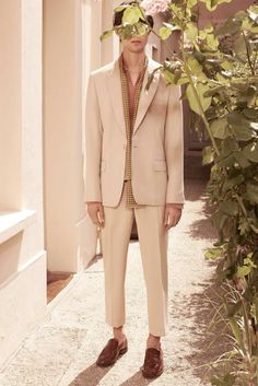 See all the Collection photos from Editions Spring/Summer 2018 Menswear now on British Vogue Large Men Fashion, Mens Fashion, Fashion Outfits, Vogue Paris, Editions Mr, Vogue Men, Made Clothing, Culture, Fashion Show Collection