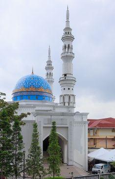 Al-Bukhari Foundation Mosque - Kuala Lumpur, Malaysia Mosque Architecture, Religious Architecture, Beautiful Architecture, Beautiful Buildings, Art And Architecture, Ancient Architecture, Putrajaya, Islamic Images, Islamic Art