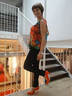 met als model of the day:  Sanne Derveaux. Bloes en schoenen: Fornarina Broek: Tommy Hilfiger