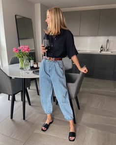 This simple outfit is a stylish way to get dressed for spring. Look Fashion, Daily Fashion, Winter Fashion, Guy Fashion, Fashion Hair, Fashion 2020, Ladies Fashion, Fashion Pants, Street Fashion