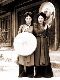 traditional vietnamesedress- ao tu than