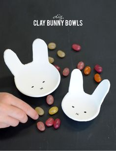DIY clay bunny bowls for easter on aliceandlois.com