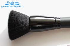 Pinceau poudre & blush (#84003) http://www.eyeslipsface.fr/produit-beaute/pinceau-poudre-et-blush