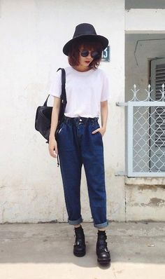 Mom Jeans by Phen Holy - http://ninjacosmico.com/boyfriend-jeans-vs-mom-jeans/