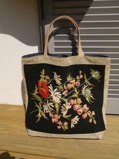 Brazilian sackcloth beach bag and canvas of our grandmothers - m . Fabric Handbags, Fabric Bags, Sacs Tote Bags, Reusable Tote Bags, Handmade Handbags, Handmade Bags, Diy Bags Purses, Tapestry Bag, Boho Bags