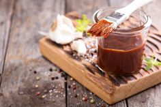 Healthy Barbecue Sauce Barbecue sauce can transform a bland piece of grilled chicken breast, but most bottled versions are loaded with added sugars. Get a healthier recipe. each Ingredients Barbecue Sauce Recipes, Barbeque Sauce, Bbq Sauces, Como Hacer Salsa Bbq, Ketchup, Bbq Marinade, Acerola, Frijoles, Barbecue Sauce
