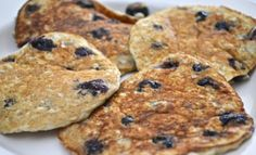 The best Oatmeal Blueberry Pancakes ever; come with Only 2 weight watchers smart Points Ingredients: Pancakes Ww, Blueberry Oatmeal Pancakes, Weight Watchers Breakfast, Weight Watchers Meals, Crepes, Best Oatmeal, Ww Recipes, Healthy Recipes, Healthy Breakfasts
