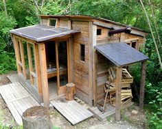 closeupfaraway:  It's made of pallets. Pallets! (tinyhouseswoon.com)  Someday!