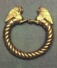 Sarmantian Gold platelet (IV century B.C..) Bracelet with polufigurami of the sphinxes