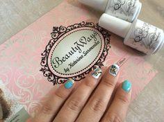 Nails. Gold. White. Mint