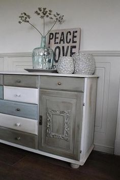 Old pine cupboard pimped with chalk paint, picture frames and different buttons Wood Pallet Furniture, Hand Painted Furniture, Refurbished Furniture, Paint Furniture, Home Decor Furniture, Furniture Makeover, Diy Home Decor, Muebles Shabby Chic, Do It Yourself Furniture