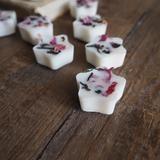10 Darjeeling & Tea Rose Scented Botanical Soy Wax Melts© Oil Burner Melts with Darjeeling & Rose Petals in Pouch