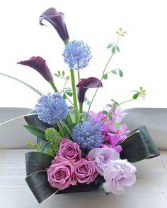 Contemporary Flower Arrangements, Tropical Flower Arrangements, Creative Flower Arrangements, Church Flower Arrangements, Rose Arrangements, Beautiful Flower Arrangements, Flower Centerpieces, Pretty Flowers, Flower Vases