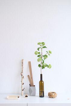 SNUG.VASE cardboard vase / small in grey