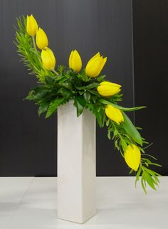 This S-shaped arrangement has a very obvious line. The yellow tulips used gives it extra line and form. Tall Floral Arrangements, Easter Flower Arrangements, Creative Flower Arrangements, Ikebana Flower Arrangement, Easter Flowers, Arte Floral, Deco Floral, Floral Design, Floating Candle Centerpieces