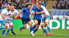 Le centre Gaël Fickou tente de s'échapper de la tenaille italienne - Italie France 6 nations 2015